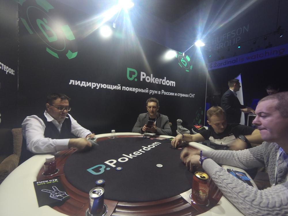 Играем в покер у Покердома